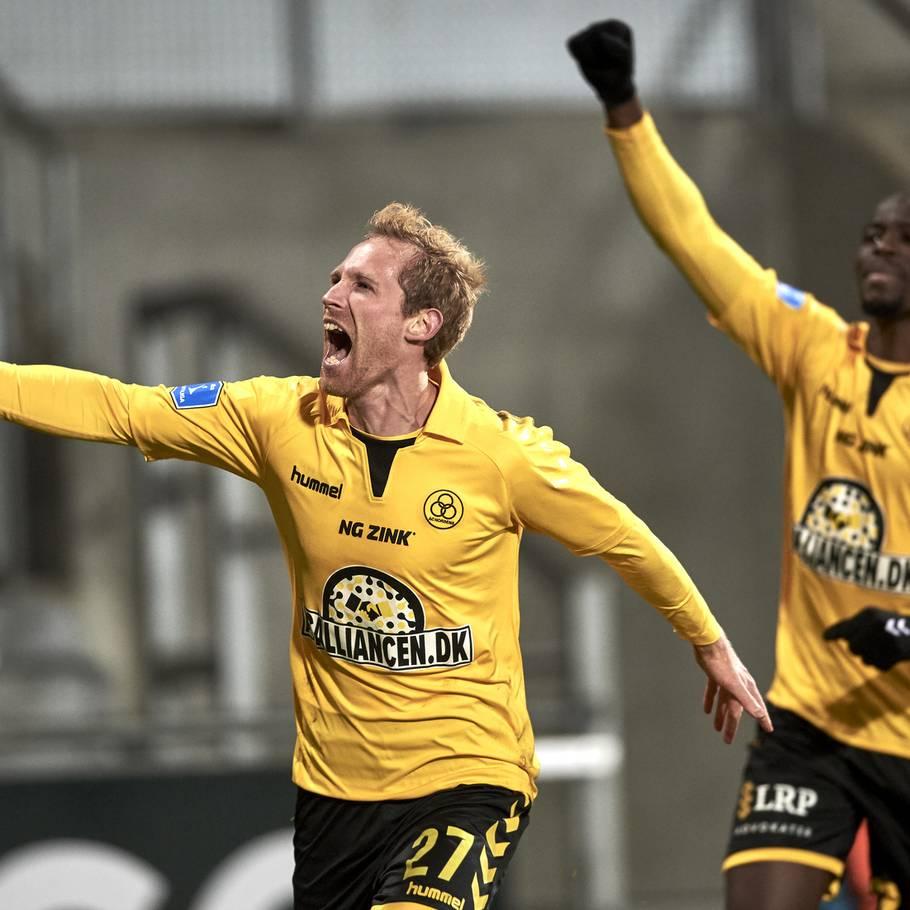7297c9cca58 Så lykkedes det: Komiker bliver sponsor i Superliga-klub – Ekstra Bladet