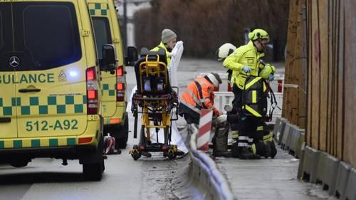 Ifølge Ekstra Bladets mand på stedet, er flere sårede hevet ud fra byggepladsen. Foto: Mogens Flindt
