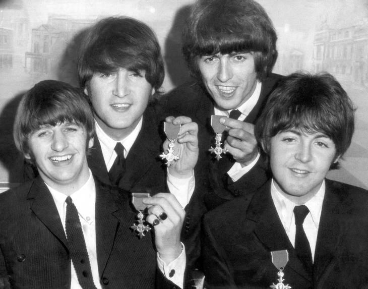 The Beatles blev tildelt MBE-ordenen i 1965. Foto: All Over Press