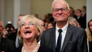 Pia Kjærsgaard fejrede i går sin fødselsdag ved en reception på Christiansborg. Her ses hun sammen med sin mand, Henrik Thorup. Foto: Jens Dresling/POLFOTO