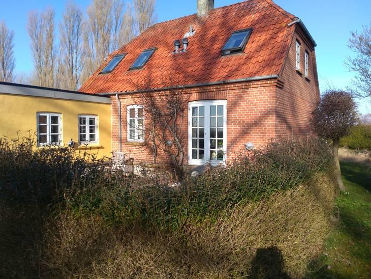 Familien overtog huset på Sejerø 1. juli. Det er et helårs hus uden bopælspligt, og planen er, at det skal bruges som fritidshus. Privatfoto