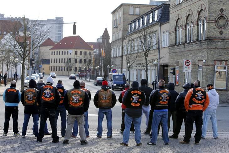 Bandidos-rockere ved et fremmøde ved retten i Aalborg, mens klubben stadig fyldte i Limfjordsbyen. Foto: René Schütze