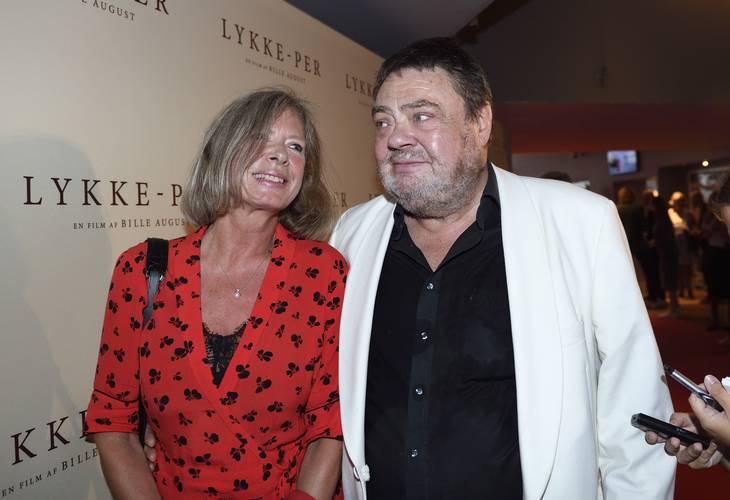 3c11f2643d2a Tommy Kenter med sin Janne Hjort til premiere på Lykke-Per. Foto  Tariq