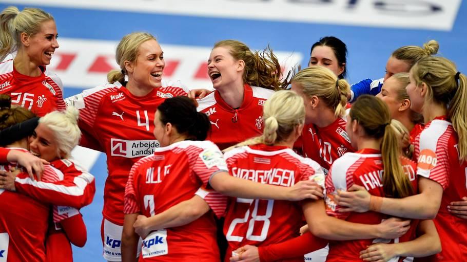 4d26d6e7ce8 De danske piger har ikke tabt en gang - endnu. Søndag er det Norge de