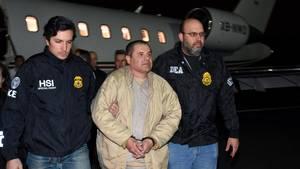 Joaquin 'El Chapo' Guzman ankommer her til USA, hvor han er sigtet for drab og omfattende narkotrafik. (Foto: AP)