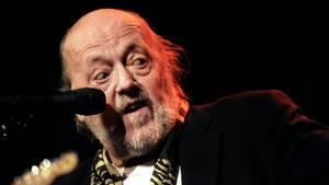 Povl Dissing under en koncert i Jazzhouse i København anno 2010 - han fylder 80 næste år. Foto: /ritzau/Torben Stroyer