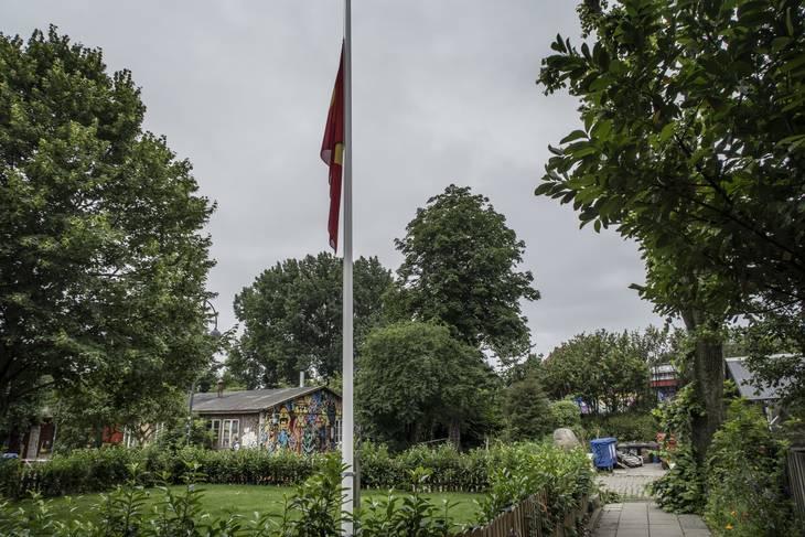 Flaget var lørdag på halv på Christiania. Foto: Ekstra Bladet