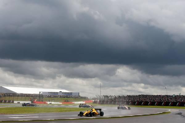 Især på Silverstone var der kritik over, hvor længe kørerne måtte vente bag safetycar, før løbet blev givet fri. Foto: Renault Sport F1