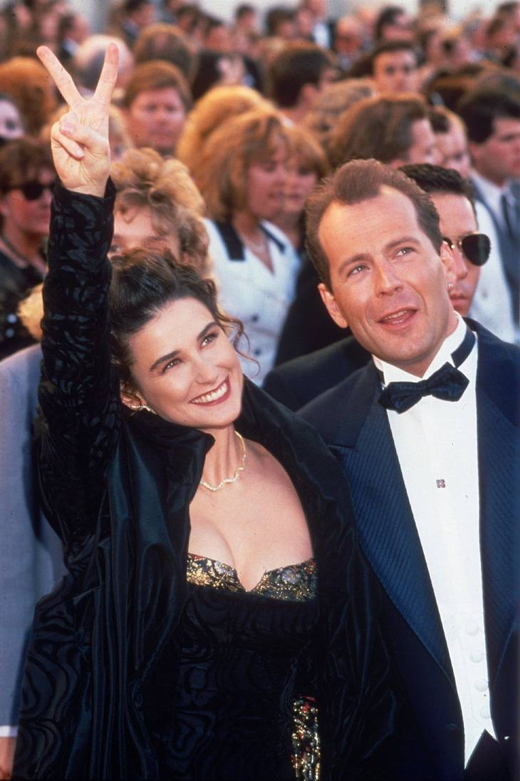 Demi Moore drillede Bruce Willis gevaldigt under showet 'Comedy Central roast'. Her ses parret sammen i 1989. Foto. Alll Over Press