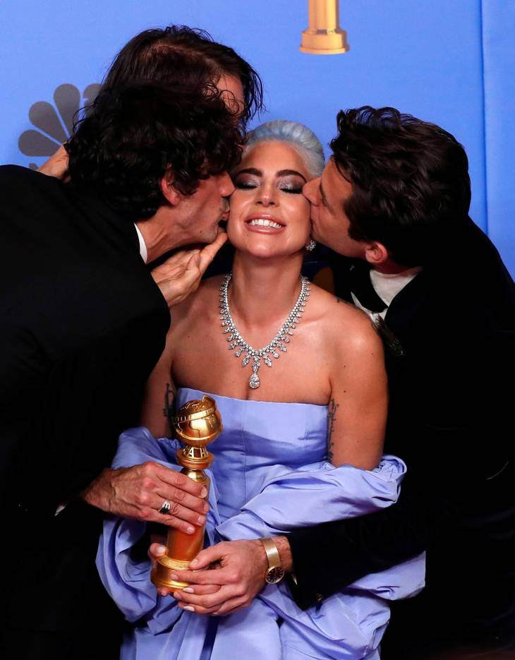 1762d3f334a2 Hele verden taler om Lady Gaga s kjole  Se den her – Ekstra Bladet