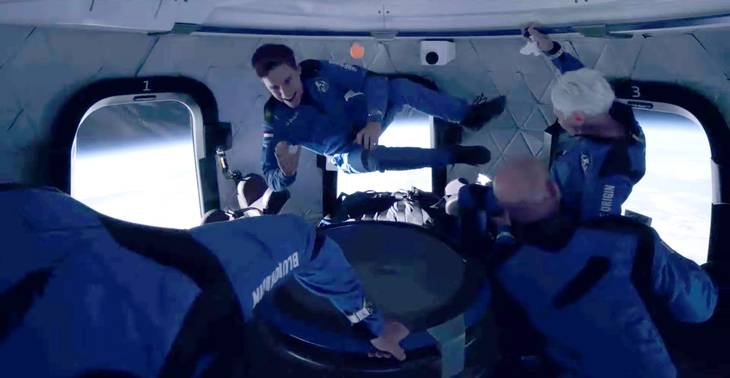 Sådan så det ud, da de fire astronauter oplevede vægtløs tilstand i rumkapslen. Foto: Blue Origin/Ritzau Scanpix
