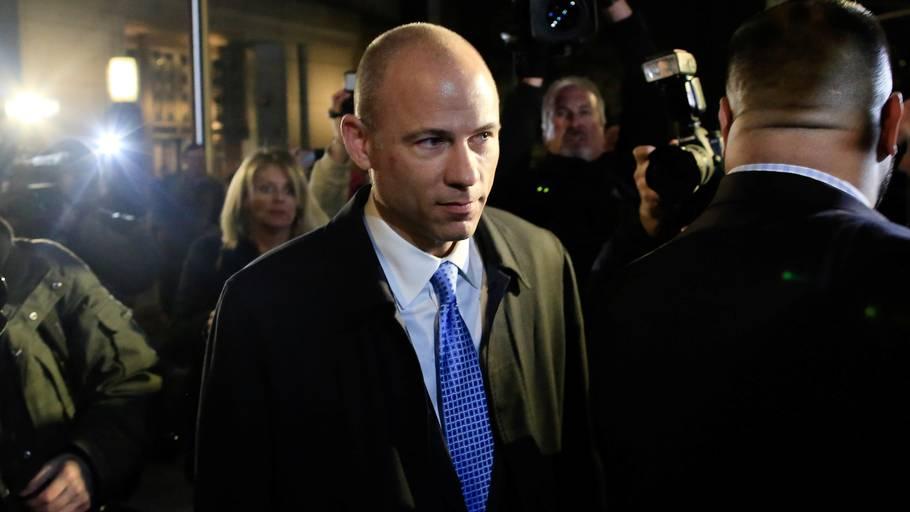 Advokat Michael Avenatti forlader retten i New York sent mandag lokal tid. Foto: AFP
