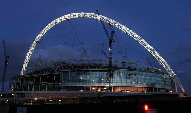 De berømte tvillingetårne på Wembley er blevet erstattet af en bue, der rejser sig 133 meter over jorden. Foto: Jane Mingay/Ritzau Scanpix