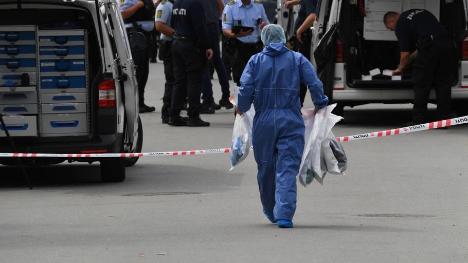 Politiets teknikere på gerningsstedet, hvor den 19-årige blev dræbt. Foto: Kenneth Meyer