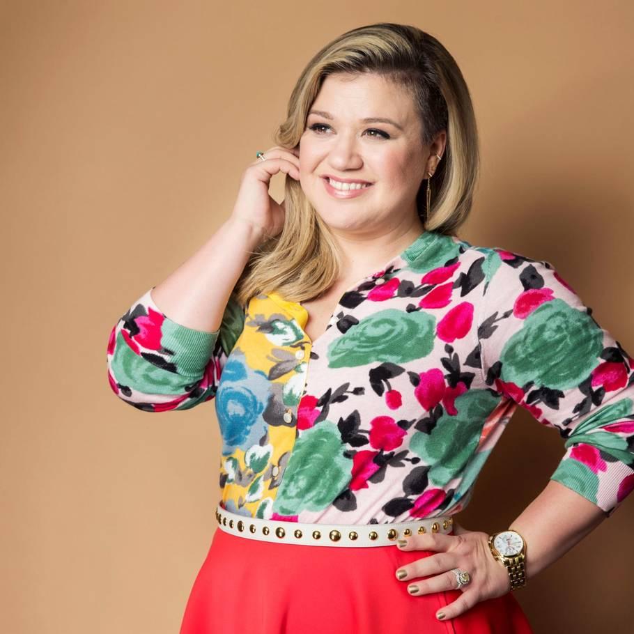 Kelly Clarkson, mens sangskriveren Gavin DeGraw fortæller, hvordan det er at få sine sange sunget i talentprogrammerne.