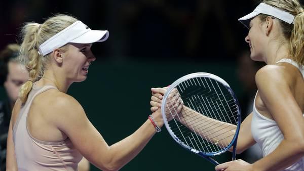 Her har Caroline Wozniacki slået Maria Sharapova ved US Open i 2014, men russerens agent har alligevel kaldt danskeren for en 'journeyman', og det undskylder han nu. Foto: AP