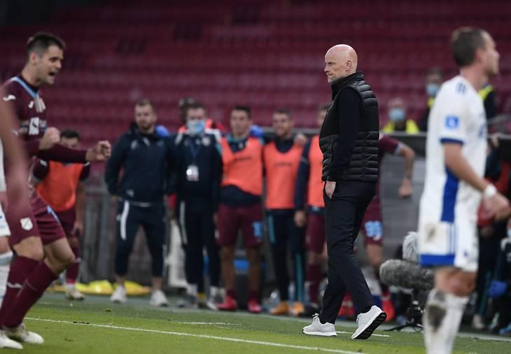 Kampen mod Rijeka i Europa League-kvalifikationen blev den sidste europæiske kamp for Ståle Solbakken som FCK-manager. Foto: Lars Poulsen