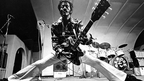 Chuck Berry, en formidabel sangskriver, sanger, guitarist og performer, er død. Foto: Mark Avery/All Over