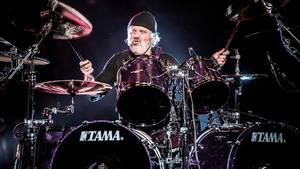 Trommeslager i Metallica Lars Ulrich hamrer løs i Royal Arena. Foto: Jakob Jørgensen