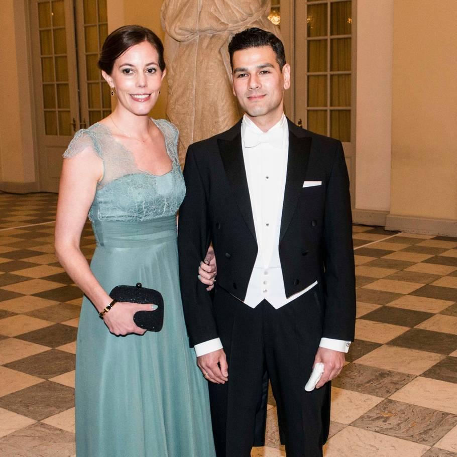 93d9a88c Mai Mercado til gallataffel med de kongelige - og her sin mand Christopher.  Foto: