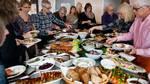 Det er ikke i denne uge, at den sunde livsstil skal implementeres – lige nu skal der bare tages fra på de store julefrokostborde. Til gengæld er der nok god grund til at starte næste mandag. Foto: Finn Frandsen/Polfoto