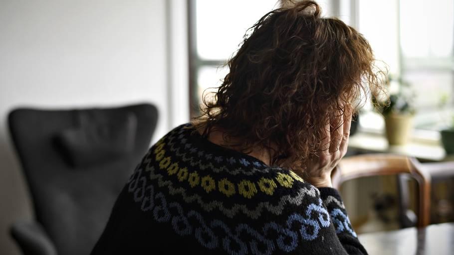 Kvinde gr sig selv sprjt