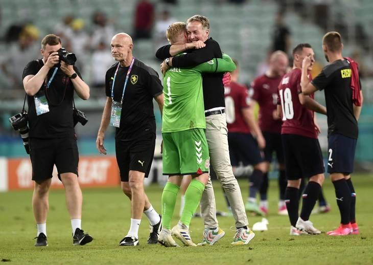 Kasper Hjulmand mener, at det er vigtigt spillerne viser følelser og nyder nuet, når de har en succesoplevelse. Foto. Lars Poulsen.