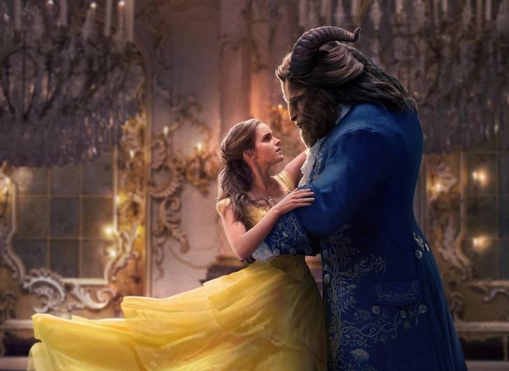 07f305c32773 Belles ikoniske gule kjole bliver genskabt i flotte rammer i den nye  spillefilm. Foto