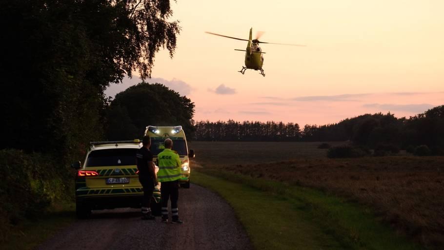Politiet oplyser, at det tyder på, at der er tale om et solouheld. En tilskadekommen mand er fløjet på hospitalet. Foto: Per Rasmussen