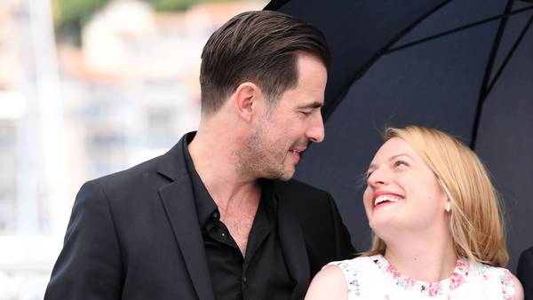 Claes Bang og Elizabeth Moss spiller sammen i filmen 'The Square'. Foto: All Over