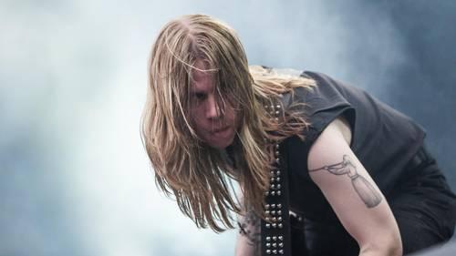 Oskar J. Frederiksen i spidsen for Slægt, der blander klassisk heavy og black metal. Foto: Per Lange