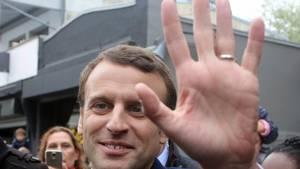 Macron er først for nylig gået ind i politik, og modsat de andre kandidater tilhører han ikke en af fløjene. Foto: AP