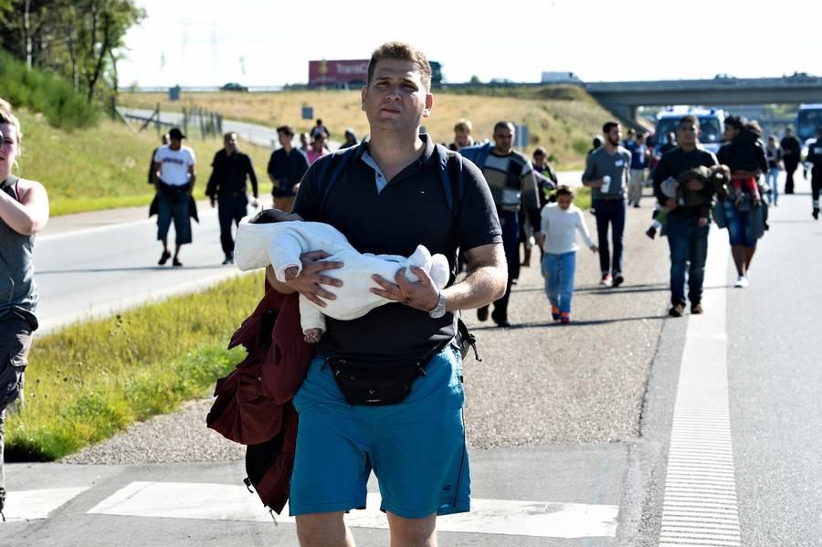 Washington Post beskriver Danmark som et land, hvor politiet må tage flygtninges værdier og hjælpsomme mennesker bliver dømt som menneskesmuglere, hvis de hjælper flygtninge videre gennem landet. (Foto: Ernst van Norde)