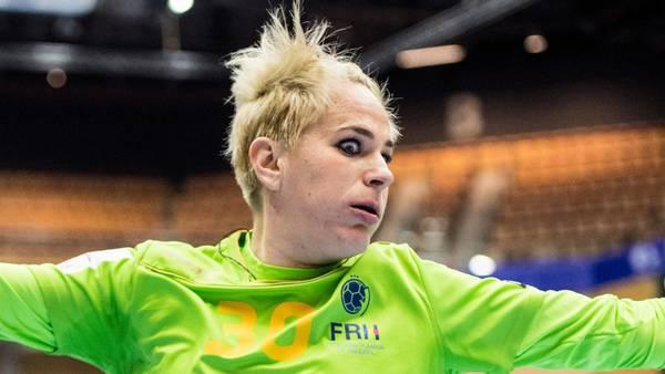 Paula Ungureanu ser en anelse rystet ud under en VM-kamp mellem Danmark og Rumænien i Helsingborg i december. Men det er intet imod, hvordan hun havde det for nylig, da hun fik en liter urin i håret i Budapest. Foto: Polfoto
