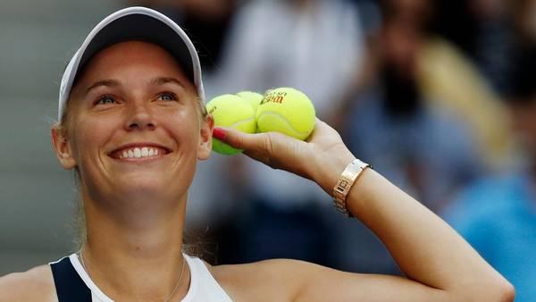 Caroline Wozniacki inviterer en tur ind bag kulissen i det omrejsende tenniscirkus, hvor bolde ikke bare er bolde. Foto: AP