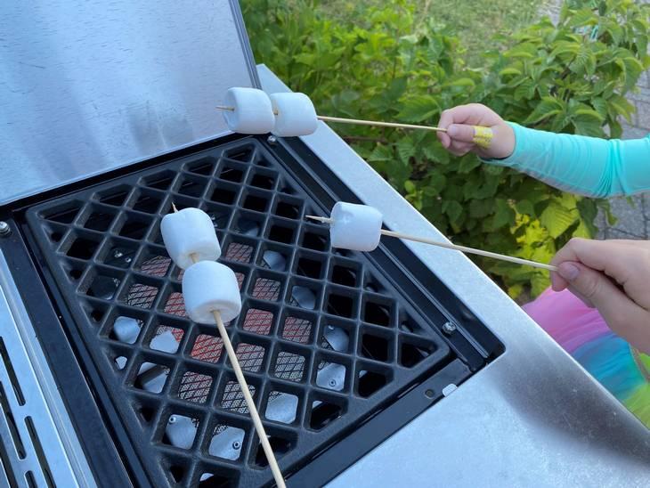 Den såkaldte Sear-burner kan give en velsmagende skorpe på dit kød. Men ungerne fandt hurtigt en anden funktion, som brænderen er perfekt til. Foto: Ekstra Bladet