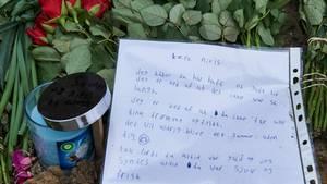 Mange kammerater lagde breve til Niels på ulykkesstedet. (Foto: Claus Bonnerup)