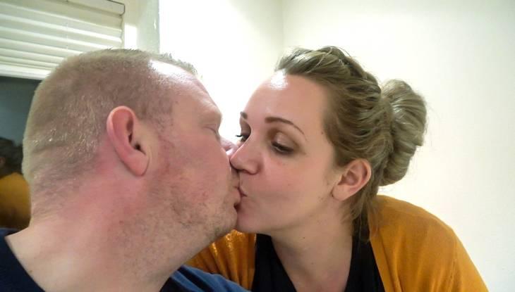 Kærligheden blomstrer på ny mellem Lasse og Simone i 'Fede forhold'. Foto: DR/Morten Sønniksen