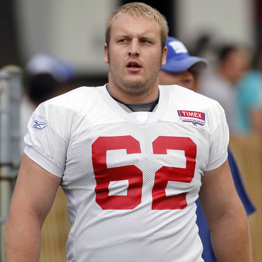Mitch Petrus ses her under træning med sit hold New York Giants i år 2010. (Foto: AP)