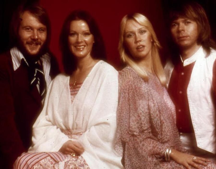 ABBA optrådte sammen første gang på tv i 1970.  I 1974 vandt de Eurovision Song Contest  med sangen 'Waterloo'. (Foto: AP)