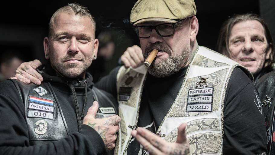 Henk Kuipers (th) sammen med et andet hollandsk medlem, da de 2. december deltog ved en fest hos de danske No Surrender-folk. Foto: Jakob Jørgensen