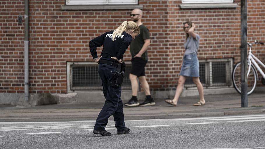 Betjent på ulykkesstedet efter den 19-årige blev kørt ned. Foto: Jonas Olufson