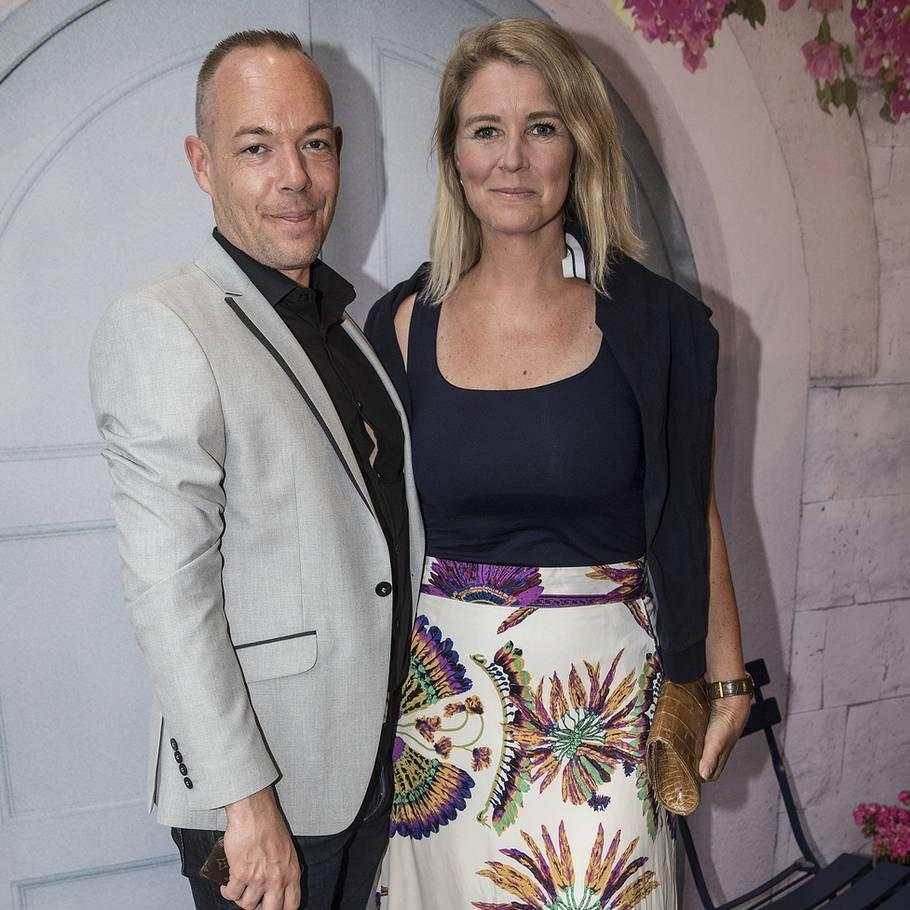 dd5bdfc79dd0 Designer Lasse Spangenberg ses her sammen med Pia Allerslev til premieren  på  Mamma Mia 2