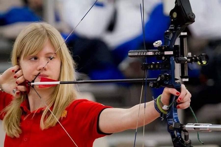 Sarah Sönnichsen (på billedet), Erika Anear og Tanja Jensen vandt VM-guld. Mændene måtte 'nøjes' med sølv. (Foto: Bueskydning Danmark)