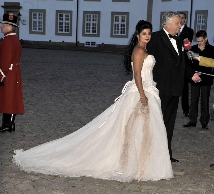 Christian Kjær med Susan Astani til dronning Margrethes 70 års fødselsdag på Fredensborg Slot. Foto: Michael Medgyesi