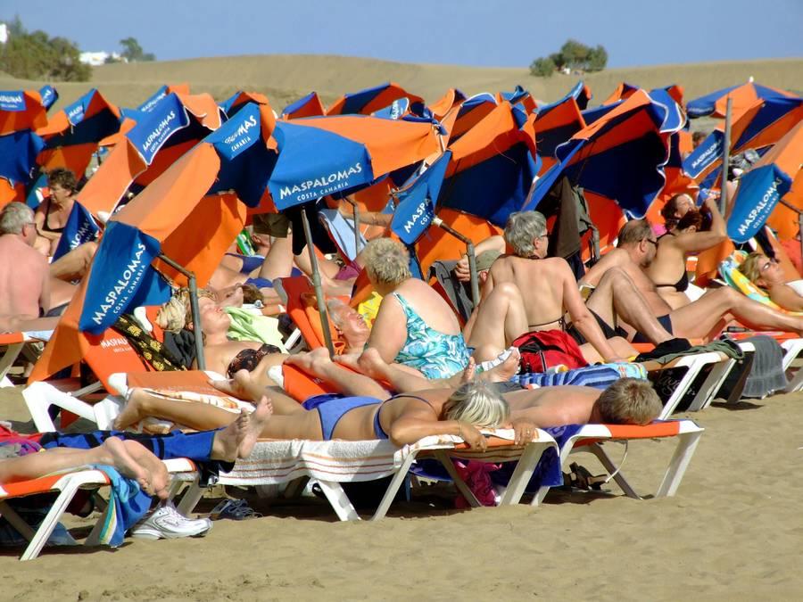 Den populære strand Maspalomas går også under navnet 'Europas Nudistiske Hovedstad'. Foto: AP