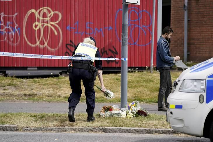 Det svenske folk er i chok efter politimordet. Foto: Björn Larsson Rosvall/TT/Ritzau Scanpix