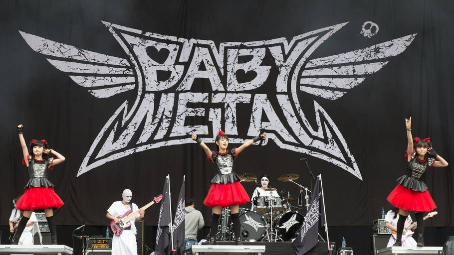 Babymetal på scenen med Kami Band. Foto: All Over Press