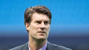 Ekstra Bladets sportsredaktør Allan Olsen er ikke imponeret over Michael Laudrups reaktion på Bayram Tutumlus store indtjening på Swansea-indkøb. (Foto: All Over Press)
