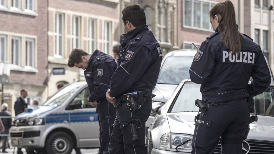 9b92035da Efter hærværk mod danske biler: Ni virksomheder ransaget – Ekstra Bladet